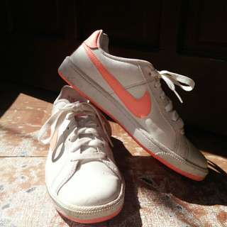 100% AUTHENTIC NIKE COURT ROYALE