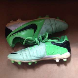 Nike CTR 360 Cleats