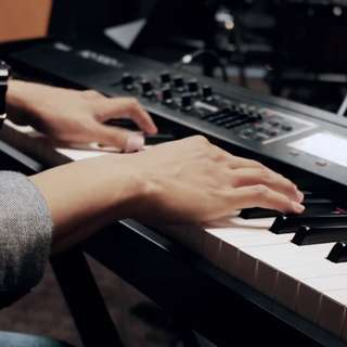 POP PIANO LESSON (SONG OF YOUR CHOICE)