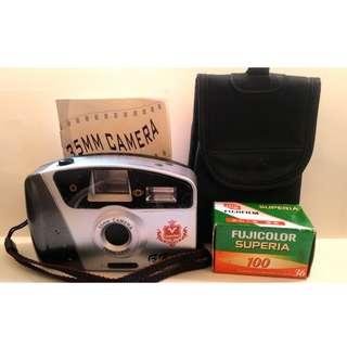 <全新未使用>底片相機 傻功相機 焦距28mm 附閃光燈 使用3號電池 底片室乾淨 底片入門機 只要400元