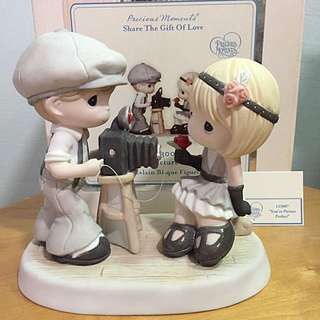 Precious Moments Couple Photo Shoot figurine: You're Picture Perfect