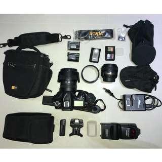 Nikon D7100 + 18-200mm + 50mm + SB-800 Flash + 2 batteries + accessories