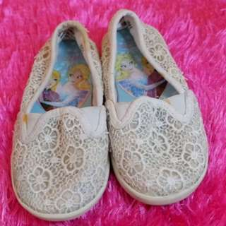 Frozen lacey slip on for girls
