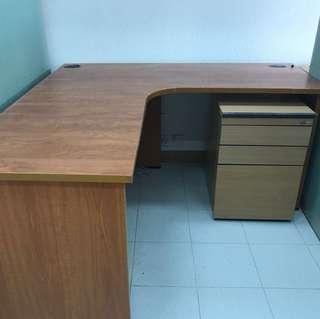 L型辦公室枱加櫃仔一口價50蚊限時優惠星期內要清貨