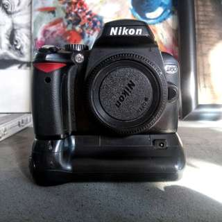Nikon D60 body +  free battery grip
