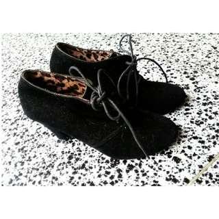 SEPATU BLACK BOOTS SUEDE