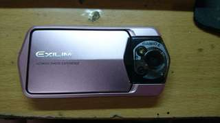 Casio TR150 粉紅色9成新 2300元  附贈8G記憶卡,充電線,無盒裝  自拍神器 9成新 無傷痕