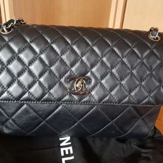 Fast Sell at $2k!!! Chanel classic black In the business flap bag