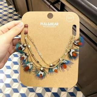Pull & Bear feather necklace