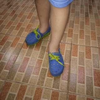 Sepatu anak crock