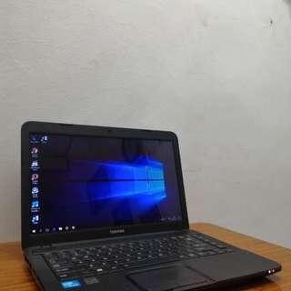 Laptop Toshiba C800 Warna Hitam Doff