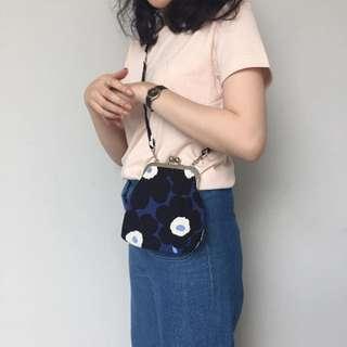Marimekko 藍花斜揹袋
