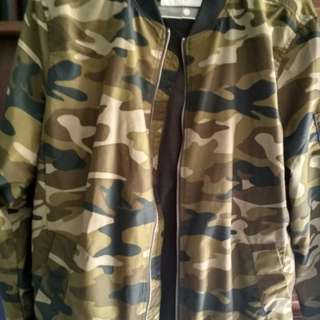 Jaket Bomber Pull and bear army