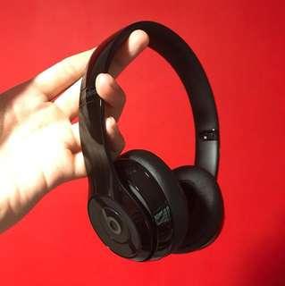 Beats solo 3 glossy black