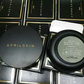 April skin magic snow cushion - black