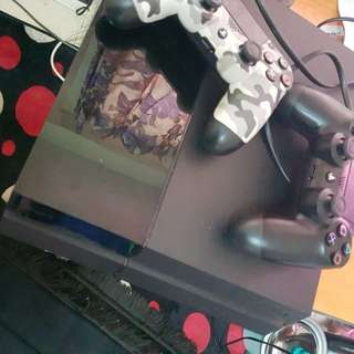 PS4 Fat + 2 Controllers