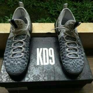 Sepatu basket Nike Zoom KD 9