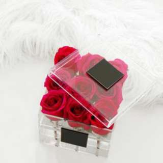 9 Roses in Acrylic gifts box - 0089