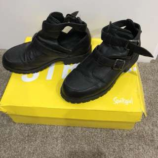 Sports girl black leather cutout boot