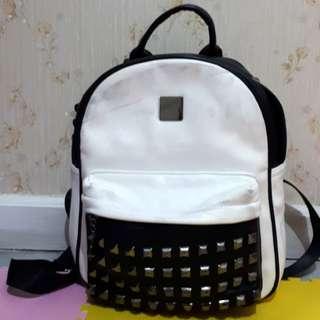Studded backpack / tas punggung wanita
