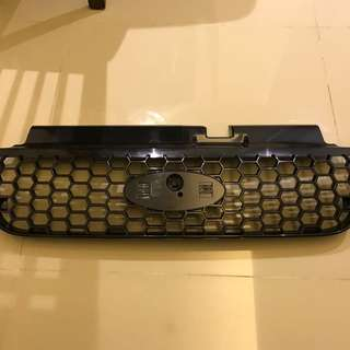 Ford Escape 02 to 06 front plastic Grille