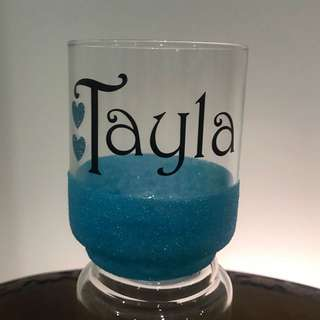 Personalized glass with glitter bottom