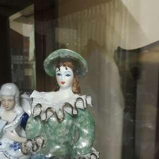 Patung wanita eropa keramik