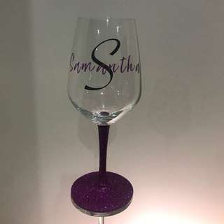 Personalized wine glass with glitter stem