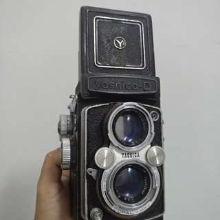 Yashica D twin lenses