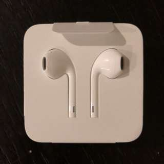 Apple EarPods brand new with lightning to audio jack