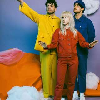 Looking for PARAMORE TICKET .PM ME PLEASE. HELP ME WATCH THEM 😢