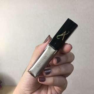 ARTISTRY LIQUID EYESHADOW IN PLATINUM