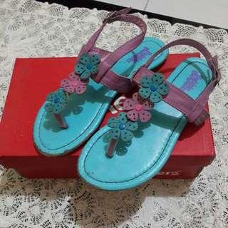 Sepatu sandal