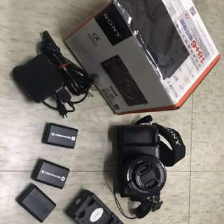 Sony a6000    3battery & Charger dock