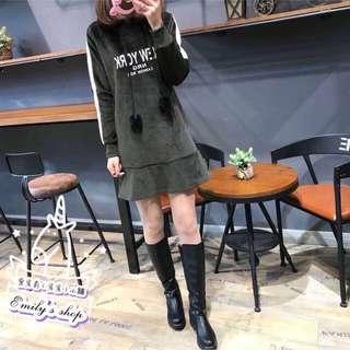 🚚 🇯🇵日本進口🇯🇵NEW YORK 英文字母可愛質感光澤絨毛連帽保暖刷毛兔毛球魚尾修身連衣裙~墨綠色