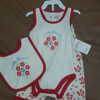 Onesies set with pants and bib