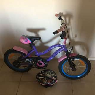Girs moster high bike and helmet