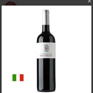 Refosco dal Peduncolo Rosso IGT delle Venezie  100% Refosco dal peduncolo Rosso  Serving temperature 18-20° C, No need breathing  Perfect with :  braised red meats, grilled meats, poultry and matured cheeses.
