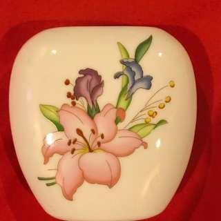 """Ceramic occasional flower vase w/ lily design about 4"""""""