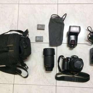 Nikon D5000 Kit + lens + flash