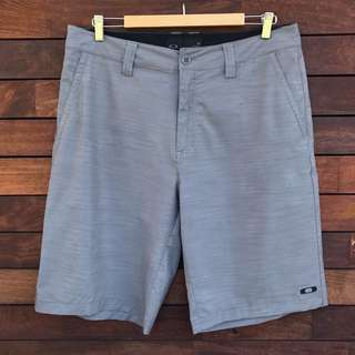 OAKLEY thin golf shorts size 36 *worn ONCE*
