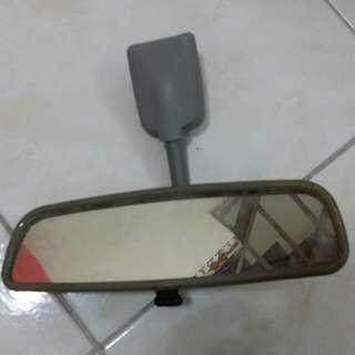 cermin pandang belakang