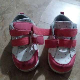 Pink and white sporty shoes for toddlers (girls)