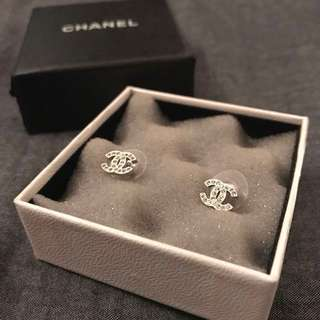 CHANEL classic mini logo crystal earrings
