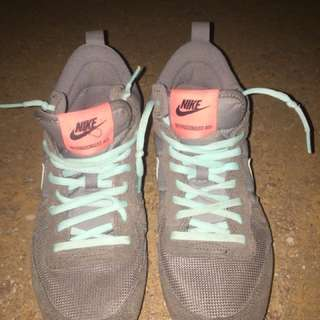Nike rubber shoes size 8