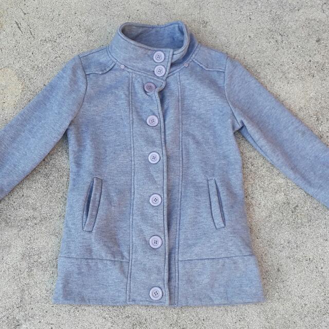灰色外套賣60元(無帽)