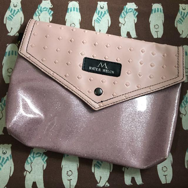 粉色鏈條肩背包