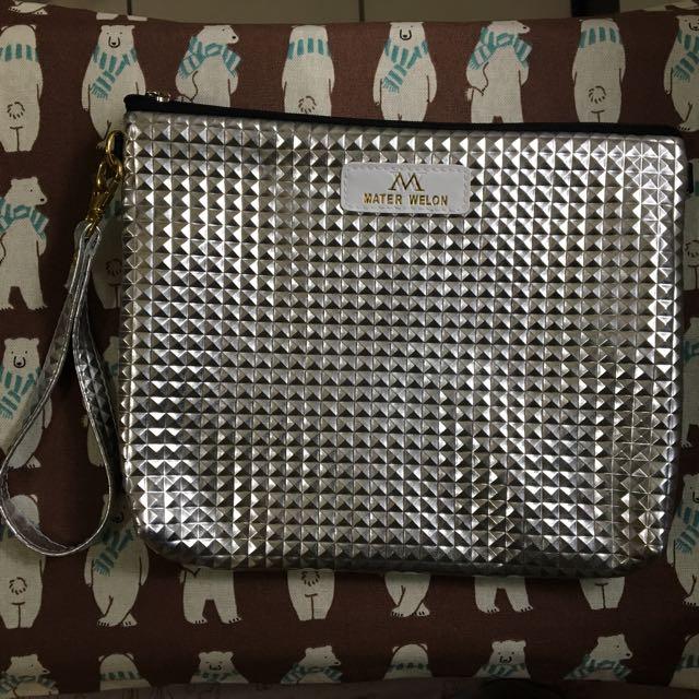 銀色手拿包