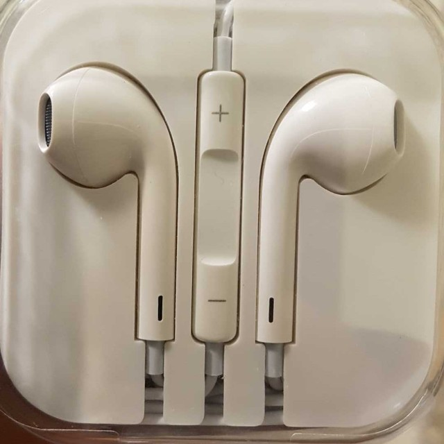 Brand New Apple Earbuds