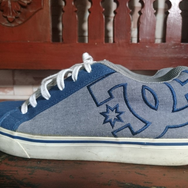DC skate shoes